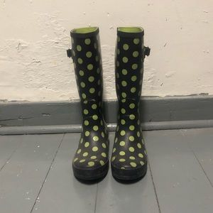 Blue and green polka dot rain boots!
